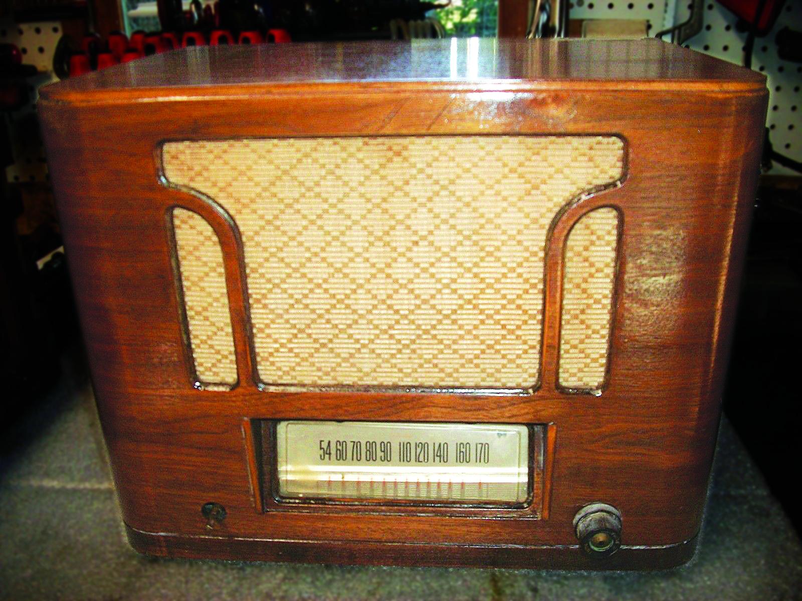 Antique Silvertone Radio